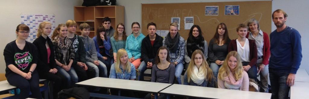 Unsere Hospitationsschüler im Schuljahr 2014/15 mit Frau Brammer und Herrn Köster (beide Lehrkräfte am Gym.)